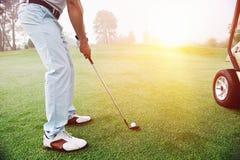 路线的高尔夫球运动员 库存照片