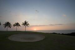 路线高尔夫球夏威夷日落 图库摄影