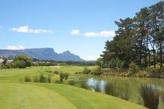 路线高尔夫球横向山 免版税库存照片