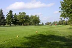 路线高尔夫球运动员走 免版税库存图片