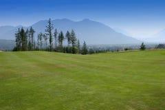 路线高尔夫球风景 免版税库存照片