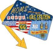 路线66吃饭的客人/gas驻地标志 免版税库存图片