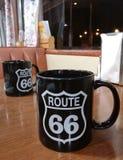 路线66杯子 库存照片
