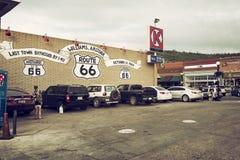 路线66签到威廉斯,门户向大峡谷,美国 免版税库存图片