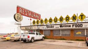 路线66餐馆和霓虹灯广告,圣罗莎, NM 免版税库存图片