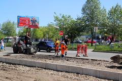 路覆盖物的修理在街道的 免版税库存照片