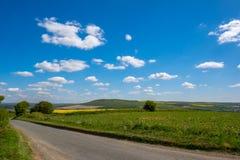 路通过滚动的苏克塞斯乡下 库存照片
