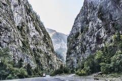 路通过Abkhazia的山 库存图片