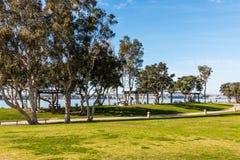 路通过Embarcadero小游艇船坞公园北部在圣地亚哥 免版税库存图片