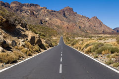 路通过Teide国家公园  库存照片