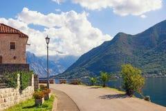 路锋利的轮在lamn岗位黑山, Perast镇附近的 免版税图库摄影