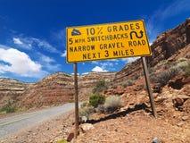 路陡峭的警告 图库摄影