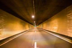 路隧道,被阐明的夜 免版税库存照片