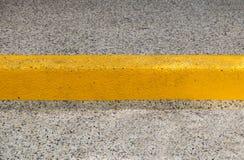 路面和黄色种族分界线 免版税图库摄影