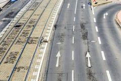 路面电车路轨和路标天线在科隆 免版税库存照片