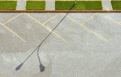 路面空的停车场 在视图之上 库存照片