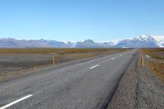 路风景在冰岛。 免版税库存图片