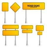 路黄色交通标志 有地方的空白的委员会文本的 大模型 隔绝在白色信息标志 方向 向量 免版税库存图片