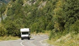 路,自动野营车在法国。 免版税图库摄影