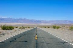 路190在死亡谷国家公园,加利福尼亚 免版税库存图片