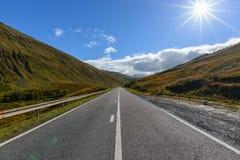 路A82在与山的秋天从高地的,苏格兰格拉斯哥 库存图片