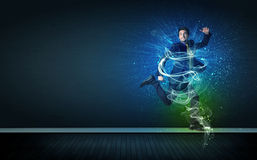 跳与发光的能量的有天才的快乐的商人排行 免版税库存图片