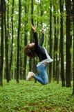 跳为喜悦的妇女 库存照片