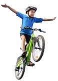 跳在自行车的男孩 库存图片