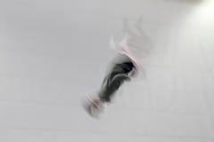 跳接器翻筋斗绷床 免版税库存图片