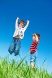 跳的孩子 免版税图库摄影