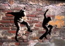 跳的溜冰板者 免版税库存图片