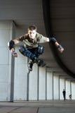 跳的溜冰者 免版税图库摄影