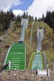 跳的滑雪倾斜 免版税库存照片