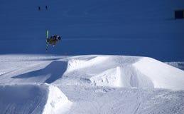 跳的滑雪 免版税库存图片