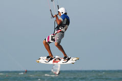 跳的kitesurf 免版税库存照片
