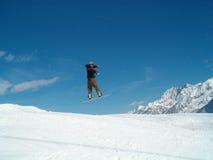 跳的snowborder 免版税库存照片