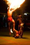 跳舞与火焰的人 图库摄影