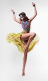 跳舞五颜六色的项链的夏天妇女 库存图片