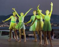跳舞从立陶宛的合奏在儿童` s国际Co 免版税库存照片