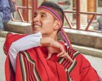 跳舞传统厄瓜多尔土产舞蹈的人 免版税库存照片