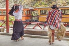 跳舞传统厄瓜多尔土产舞蹈的夫妇 图库摄影