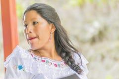 跳舞传统厄瓜多尔舞蹈的妇女 免版税库存图片