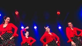 跳舞佛拉明柯舞曲的妇女 免版税库存照片