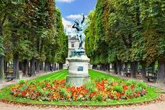 跳舞半人半兽状的神。卢森堡在巴黎从事园艺(卢森堡公园), 免版税库存照片