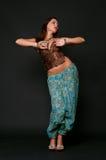 跳舞印第安妇女年轻人的衣裳 库存照片