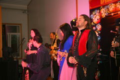 跳舞和声音吉普赛带Yar Priozersk表现  库存照片