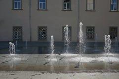 跳舞和移动的喷泉水 库存图片