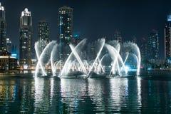 跳舞喷泉在迪拜 库存照片