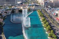 跳舞喷泉鸟瞰图在拉斯维加斯小条的 免版税图库摄影