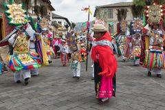 跳舞土产kichwa的妇女户外 免版税图库摄影